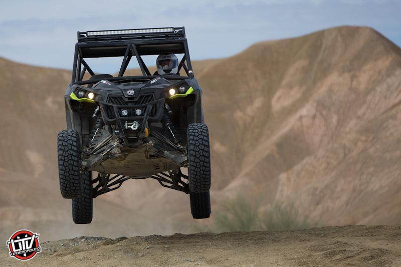 2016-feature-vehicle-can-am-maverick-xds-turbo-utvunderground.com016