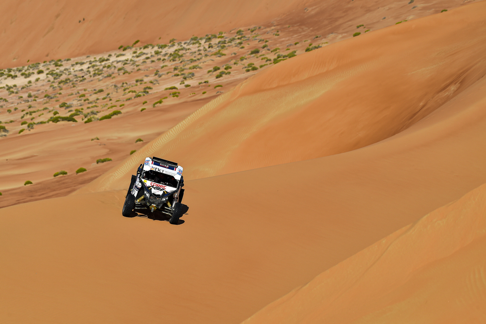 400 Lopez Contardo Francisco (chl), Latrach Vinagre Juan Pablo (chl), Can - Am, South Racing Can-Am, SSV, action during Stage 11 of the Dakar 2020 between Shubaytah and Haradh, 744 km - SS 379 km, in Saudi Arabia, on January 16, 2020 - Photo DPPI