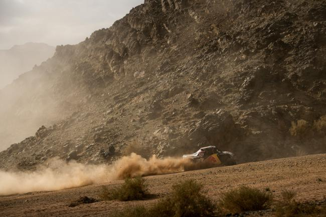 Mitch Guthrie (USA) of Red Bull Off-Road Team USA races during stage 04 of Rally Dakar 2020 from Neom to Al Ula, Saudi Arabia on January 08, 2020 // Marcelo Maragni/Red Bull Content Pool // AP-22R1837U11W11 // Usage for editorial use only //