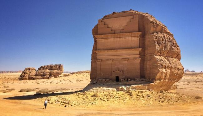 Qasr al Farid tomb in Northern Saudi Arabia. Photo by Richard Hargas sourced from Wikipedia