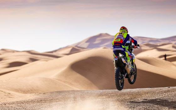 merzouga rally mtorocycle crossing dunes 6